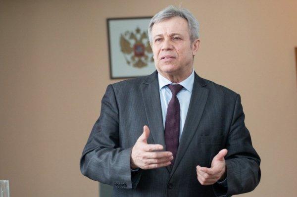 Почему замглавы алтайского минздвава Лещенко написал заявление на увольнение