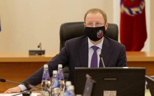 «Система здравоохранения захлебывается»: Томенко обратился кжителям Алтая после новых антиковидных запретов