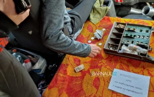 В барнаульском транспорте дают отрывные билетики и просят перевести на телефон