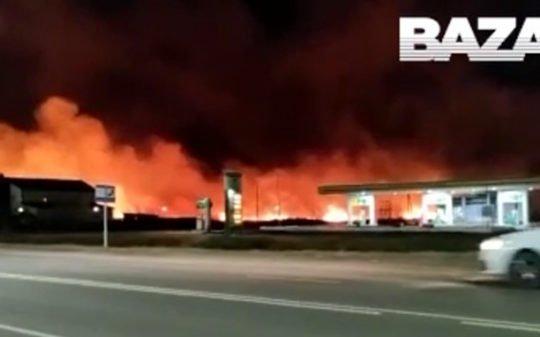 В Сибири люди устроили пал сухой травы, который перерос в массовый пожар